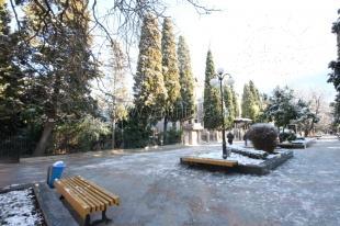 Недолгая, но долгожданная зима в Ялте (фото)