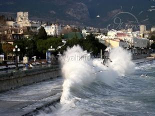 На Черном море поднимутся волны высотой с двухэтажные дома