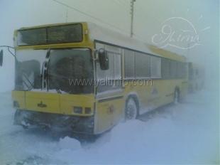 В снежных заносах застряли автобусы, следовавшие в Ялту и Севастополь
