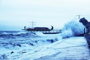 В Ялте шторм нанес ущерб набережной на 4,2 млн грн