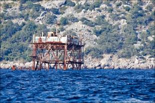 Из моря у берега Ялты выловили остатки буровой установки