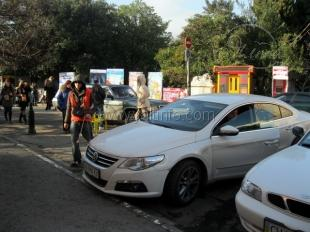 Часть парковок Ялты снова стали платными