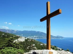 Над Царской тропой в Ялте спилили православный крест