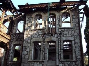 Ялтинские депутаты не дали разрешение на продажу развалин старинного дома по улице Чехова