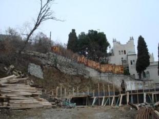 На территории памятника в Ялте развернулась незаконная стройка