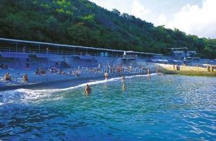В Большой Ялте открыто 13 пляжей