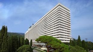 Контрольный пакет акций самой большой гостиницы ЮБК у россиян