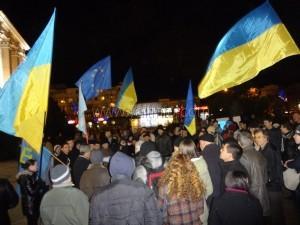 Евромайдан в Симферополе потребовал распустить крымский парламент