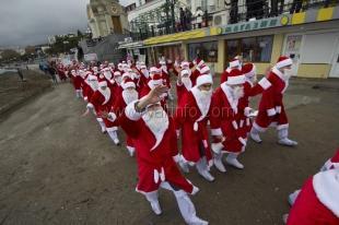 По ялтинской набережной  промаршируют 600 Дед морозов