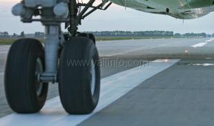 Симферопольский аэропорт не принимает рейсы из Киева и Стамбула