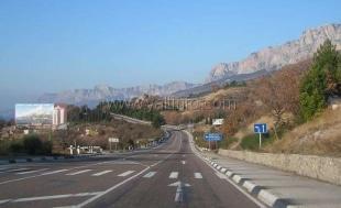 Россия начнет дорожный ремонт в Крыму с ялтинской трассы