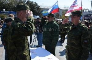 В день освобождения Ялты на городской набережной награждали бойцов крымской самообороны
