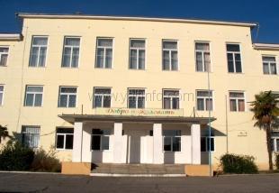 Андрей Ростенко проверил ход ведения ремонтных работ в школе № 10 и в Ливадийской больнице