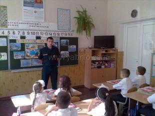 В День знаний МЧС России провело открытые уроки во всех школах Южного берега Крыма