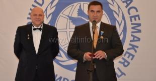 В рамках первого крымского Форума мира Андрею Ростенко вручили Орден Миротворцев