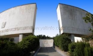 В Ялте к юбилею Победы реконструируют мемориал на Холме Славы