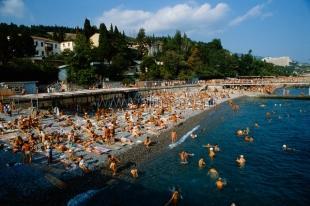 Закрытыми в Крыму останутся единичные пляжи, а все незаконные заборы на побережье снесет самооборона – Аксёнов