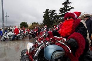 Деды Морозы в Ялте будут водить хороводы, ездить на мотоциклах и погружаться под воду