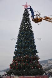 Управление делами Президента РФ подарило Ялте новогоднюю ёлку