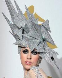 В Ялтинском территориальном центре прошёл творческий конкурс шляп «Снежная королева»