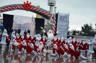 Ялта с грандиозным размахом отметила юбилейный «Мороз-Парад»