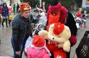 Ялтинские байкеры вручили воспитанникам «Алых парусов» подарки от Деда Мороза