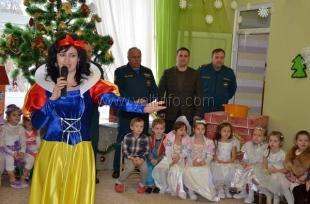 МЧС России поздравило юных ялтинцев с Новым годом и Рождеством