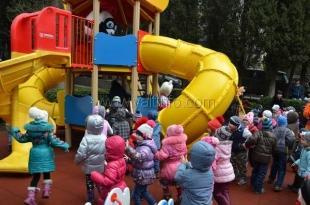 В Ялте открыли ещё одну современную детскую площадку