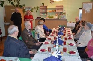 В Ялте жителей блокадного Ленинграда поздравили с Днём воинской славы России