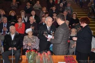 От имени Президента РФ ялтинских ветеранов ВОВ наградили юбилейными медалями
