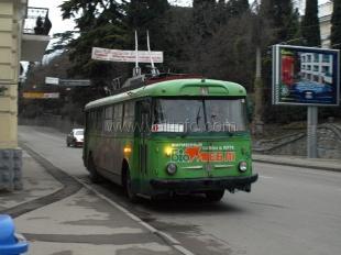 В Ялте предприятию «Крымтроллейбус» рекомендовали убрать рекламу с контактной сети