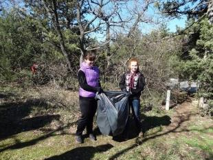 Ялтинский подростково-молодёжный центр провёл экологическую акцию «Лес SOS»