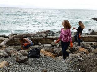 В рамках Всероссийской акции «Чистый берег» в Ялте проводят «береговые субботники»