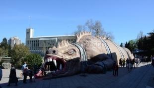 Власти Ялты одобрили появление «дракона» на главной площади города