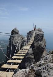 На Ай-Петри открыли уникальные подвесные мосты
