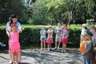 Юные ялтинцы совместно с сотрудниками УМВД изучали правила дорожного движения