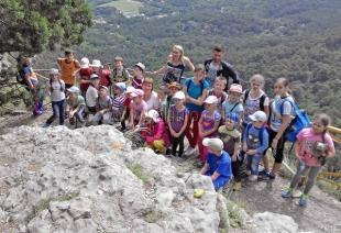 Юные ялтинцы познают родной край и повышают спортивное мастерство