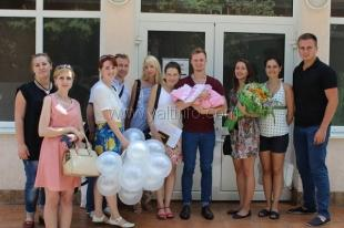 Депутат поздравила молодых мамочек в роддоме с Днем семьи, любви и верности