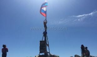 Крымские альпинисты водрузили флаги Российской Федерации на Ай-Петри