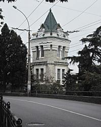 Ялте проведут реконструкцию башни с часами на улице Садовой