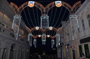 Ялтинскую набережную украсила новая иллюминация в стилистике Ливадийского дворца