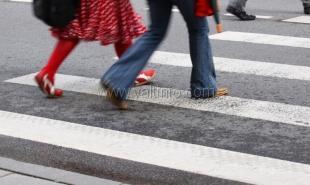 На пешеходных переходах Ялты устанавливают новые дорожные знаки