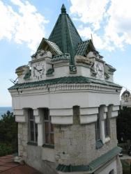 Впервые с 1875 года на улице Садовой в Ялте реставрируют знаменитую башню с часами