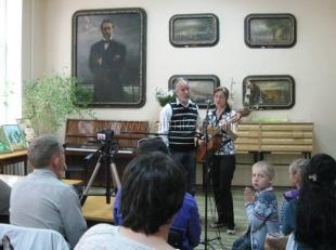В Ялтинской библиотеке им.А.П.Чехова прошёл концерт «Барды против бардов»