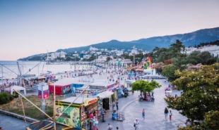 Почти 50% туристов в высокий сезон отдыхали на ЮБК