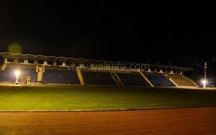 На ялтинском стадионе «Авангард» установили четыре световые вышки