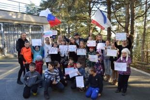 Гаспринцы присоединились к флешмобу «Крым Россия Навсегда»