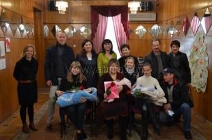 В Ялтинском отделе ЗАГС отметили Международный день объятий
