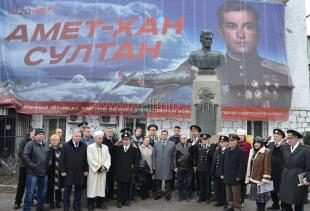 В Алупке почтили память дважды Героя Советского Союза Амет-Хана Султана