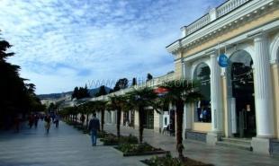 На ялтинской набережной до начала курортного сезона установят полторы сотни новых скамеек
